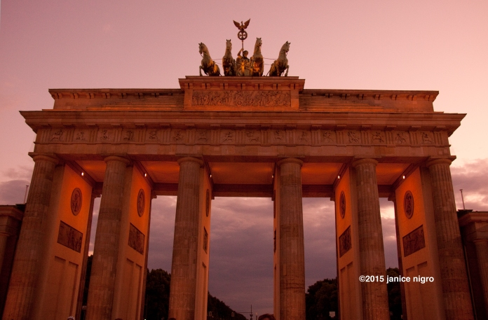 brandenburg gate 1593 copyright