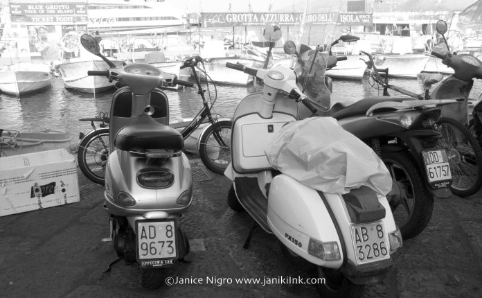 motorbikes-bw-6838-copyright