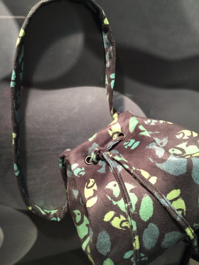 anemone fish mini bucket bag