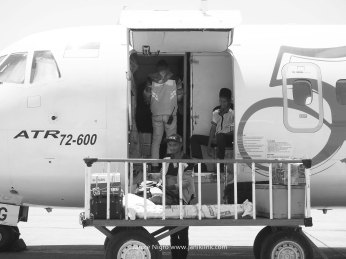 Loading baggage onto the turboprop.