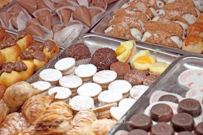 pastries napoli 2511 copyright